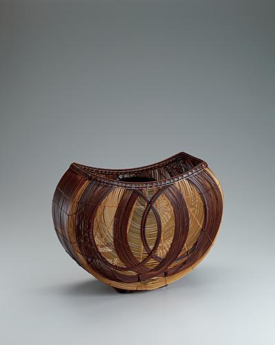 """写真:Flower basket of smoked bamboo. """"Spring"""""""