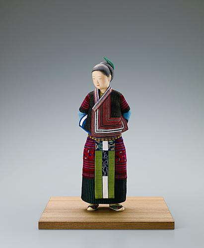 """写真:""""Grasses sprouting"""". Formed with tōso over wooden core and covered with paper and cloth in kimekomi method."""