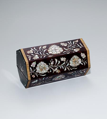 花鳥文螺鈿漆箱