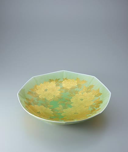 釉裏金彩牡丹文八角皿