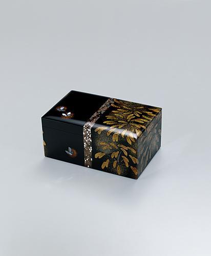 蒔絵小箱「えのころの道」