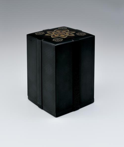 写真:平文飾箱「かざぐるま」