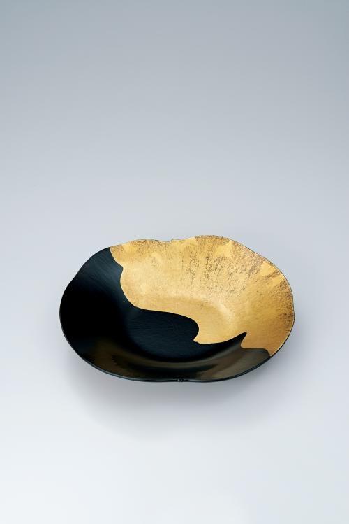 写真:乾漆金彩蓮葉盛器
