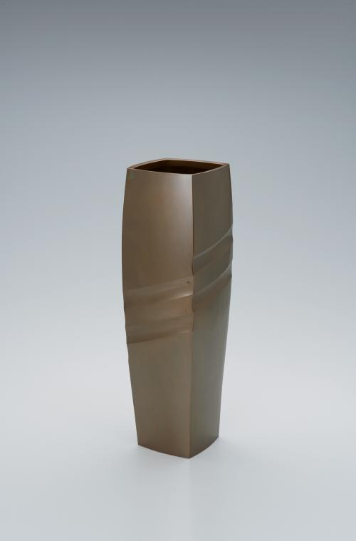 写真:黄銅四方花器