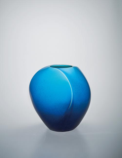 写真:碧釉稜壺