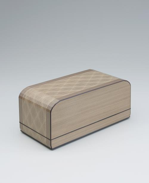 写真:神代杉挽曲造木象嵌飾箱