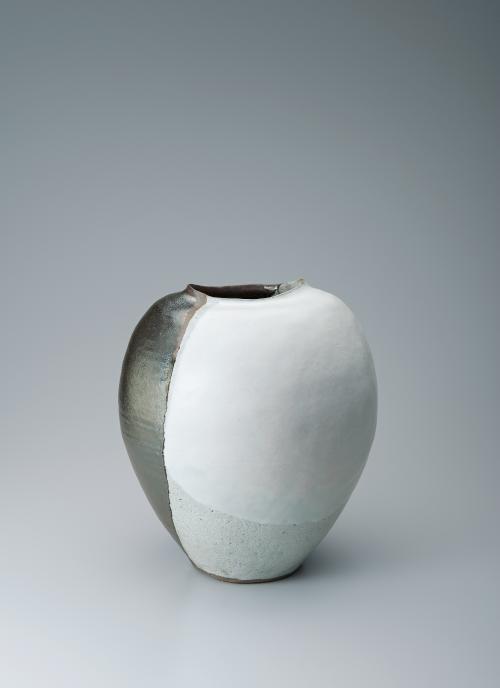 写真:灰白釉鉄釉掛分扁壺