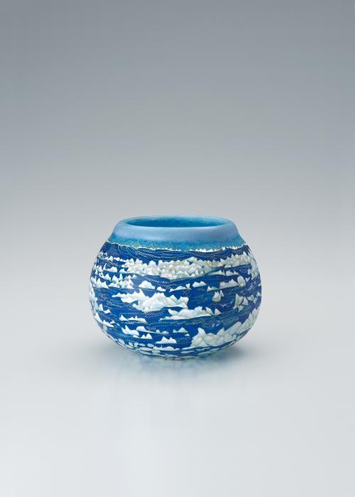 写真:省胎七宝壺「流氷の訪れ」