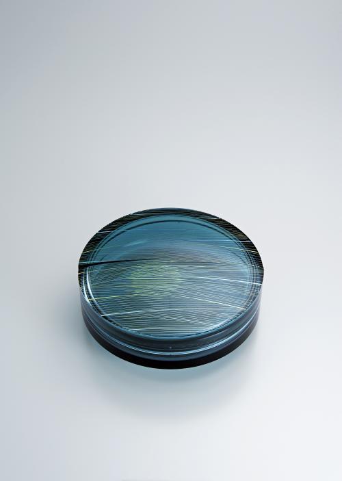 写真:截金硝子蓋物「掬月」