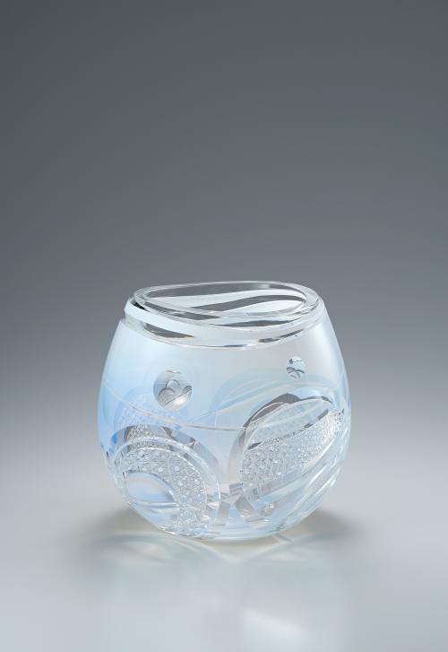 写真:被硝子切子花瓶「冬慈」