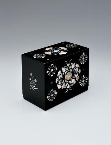 写真:螺鈿花文漆箱