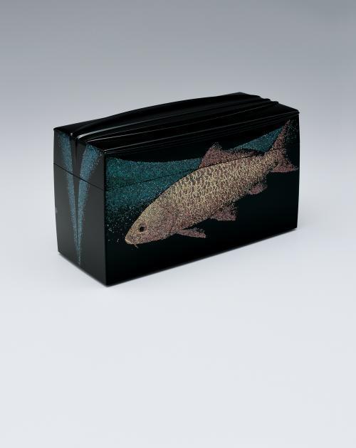 乾漆青貝蒔絵飾箱「鯉」