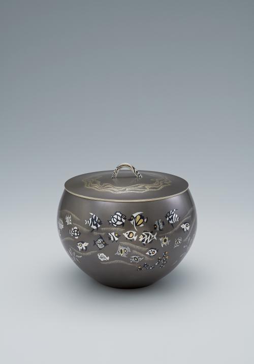 写真:朧銀象嵌水指「南洋譜」