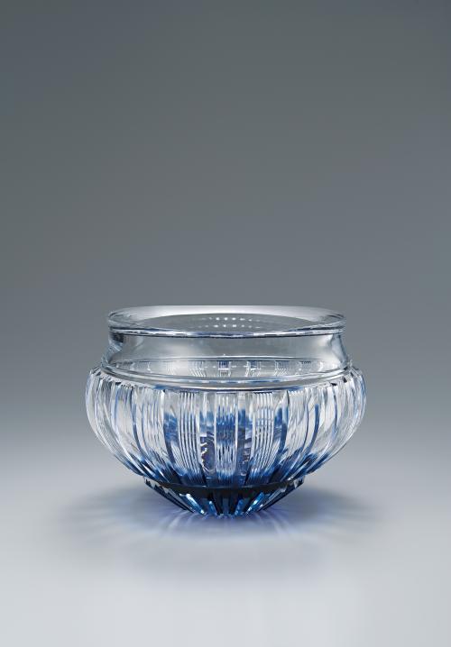 写真:硝子切子花瓶「青韻」