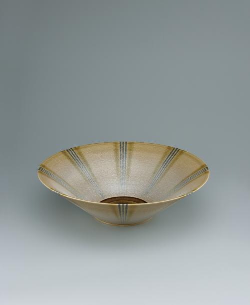 写真:灰釉銀彩縞文大鉢