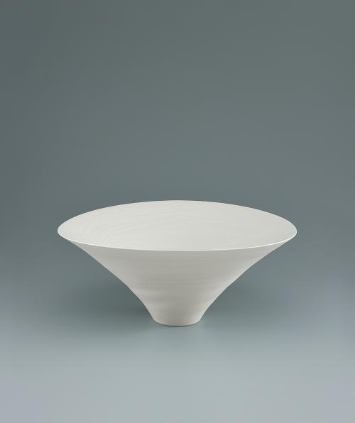 写真:青白磁波紋鉢