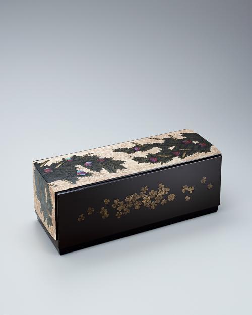 写真:木地蒔絵箱「春叢」