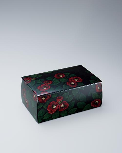 写真:蒟醬箱「群れ椿」