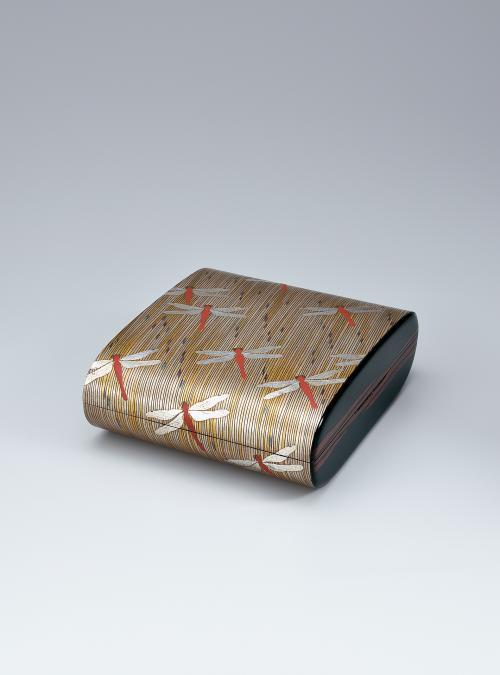 写真:乾漆蒔絵宝石箱「赤とんぼ」
