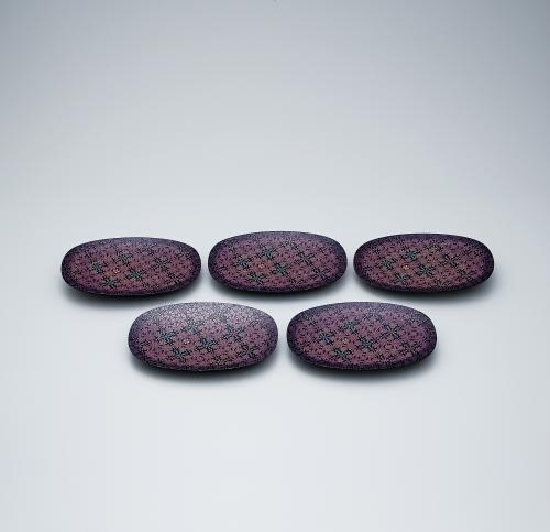 写真:彩切漆華文組楕円盆