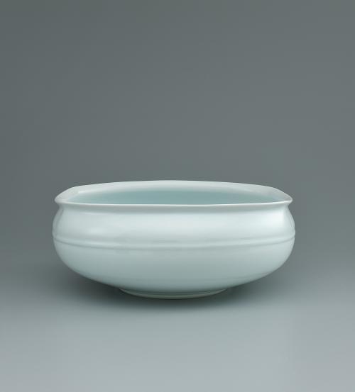 写真:卵白釉瓷角口花器
