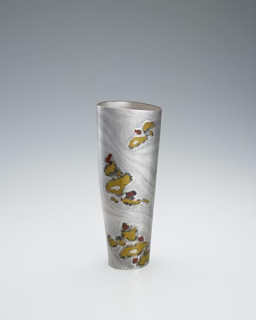 写真:銀黄銅攪拌文花器「精樹」