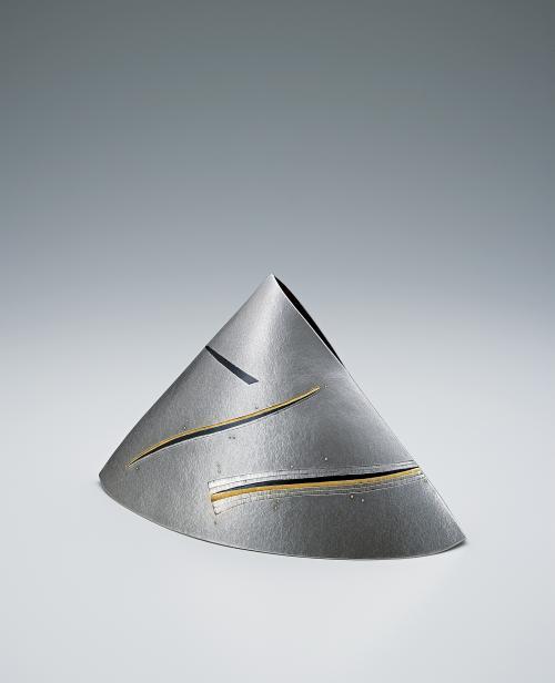 写真:赤銅象嵌銀花器「彗」