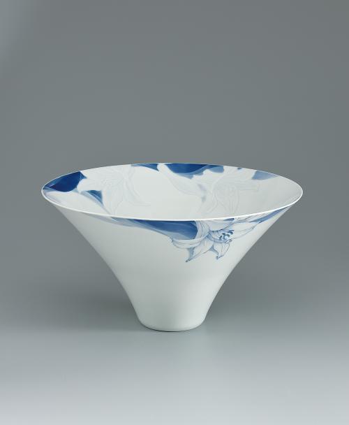 写真:染付彫鉢「さいぐさ」