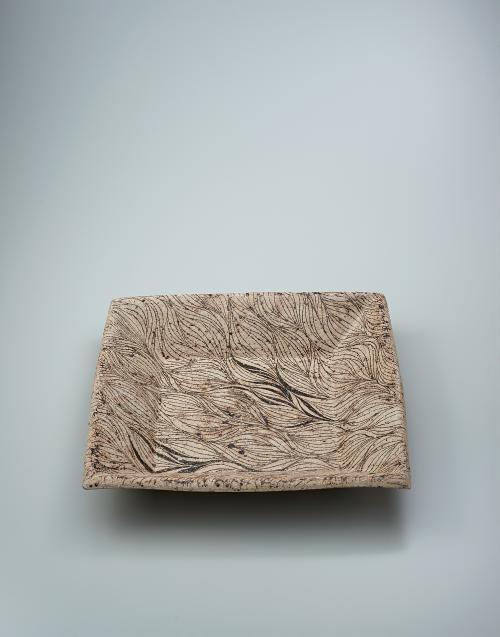 写真:釉線彩角大皿