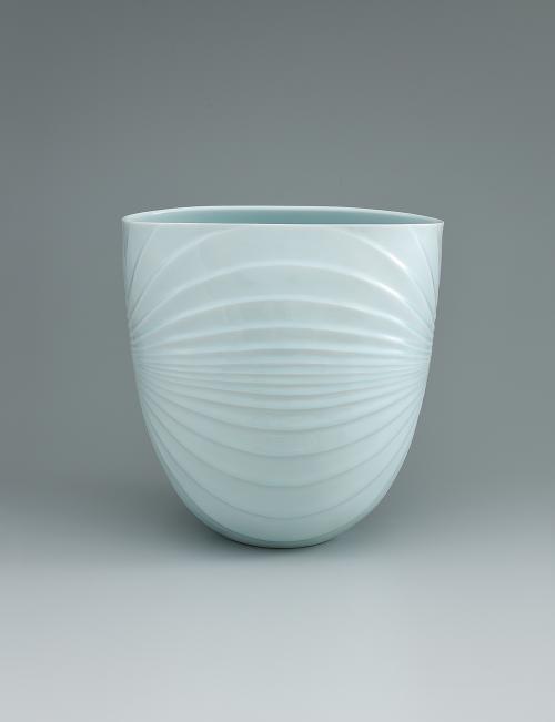写真:青白磁流線文扁鉢