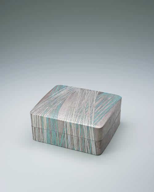 写真:銀彩四角陶筥「竹」