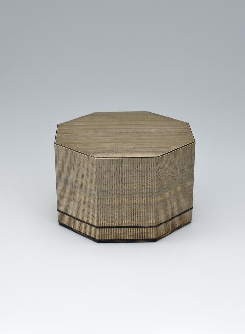 写真:神代杉柾目造板目象嵌八角箱