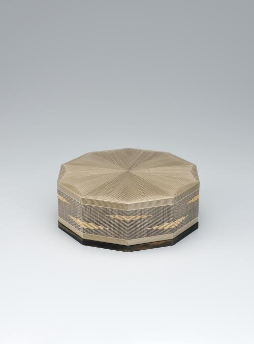写真:神代杉線象嵌十角箱「時の移」