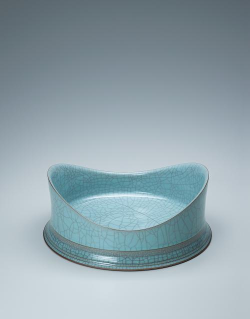 青瓷裂変輪刻彫双波鉢