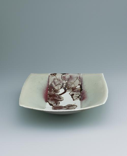 写真:鉄絵銅彩葡萄文角鉢
