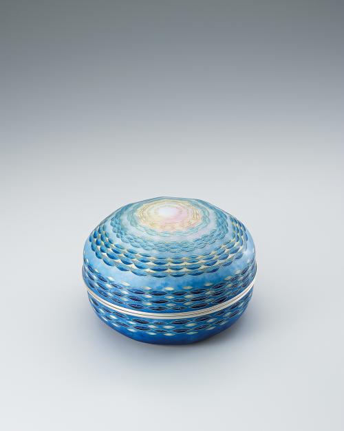 写真:有線七宝蓋物「滄海の夜明」