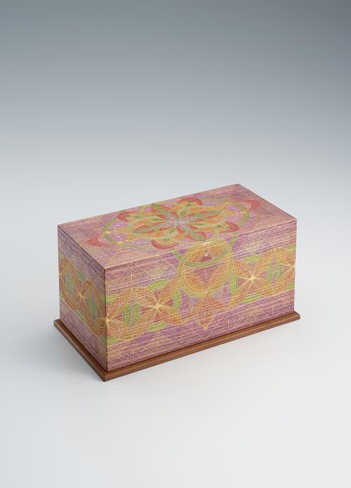 写真:截金飾筥「紫翠響花」