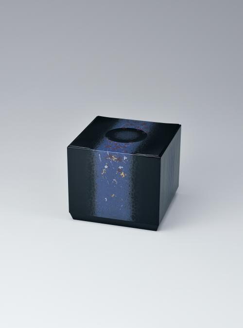 写真:蒟醬彫漆箱「実紫」
