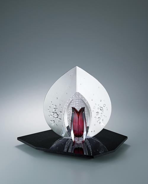 写真:紅の花器「わだつみ」