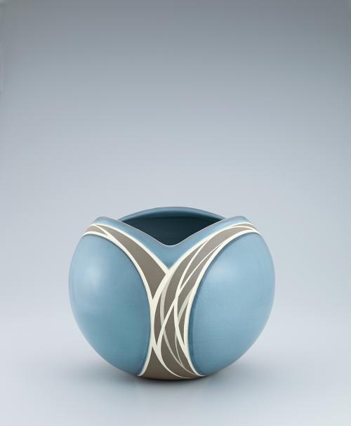 写真:青磁象嵌花器
