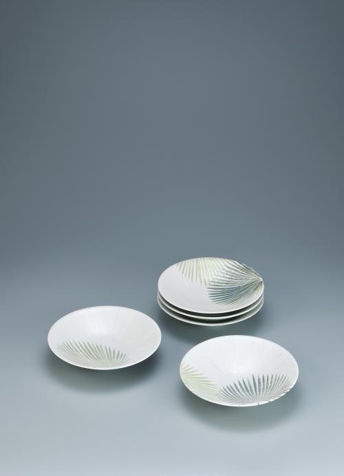 写真:白釉掛分葉文組皿