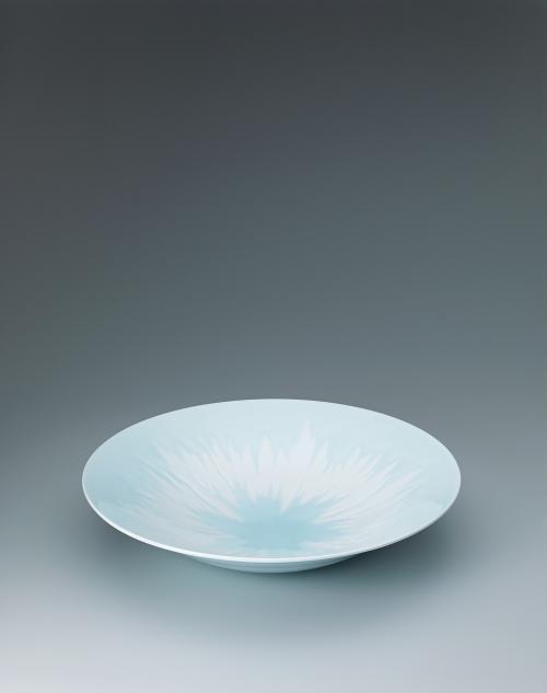 写真:卵白釉瓷彫大鉢