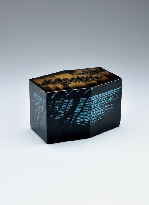 写真:蒔絵六角箱「夏潮」