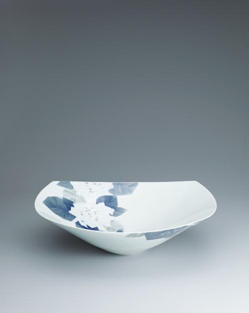 写真:染付彫四方鉢「紫陽花」