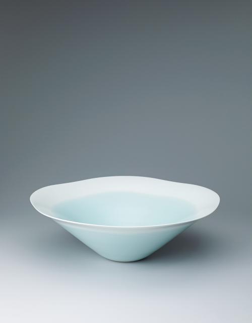 写真:青瓷白暈し輪花大鉢