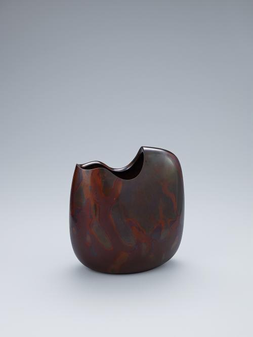 写真:鋳紫銅花器「ときを待つ」