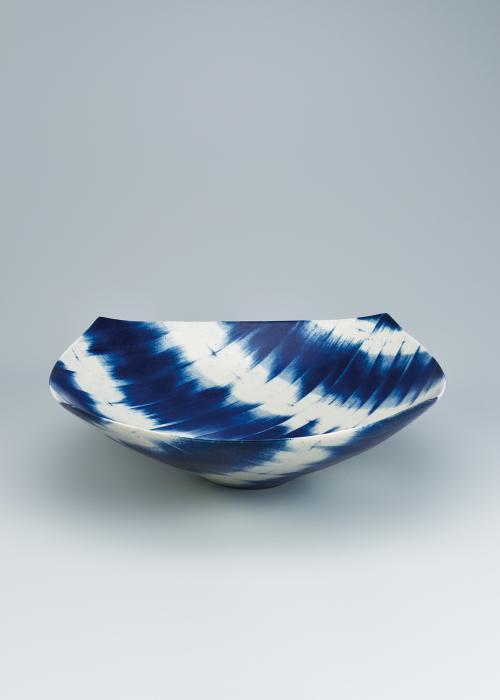 写真:呉須絵青文角鉢