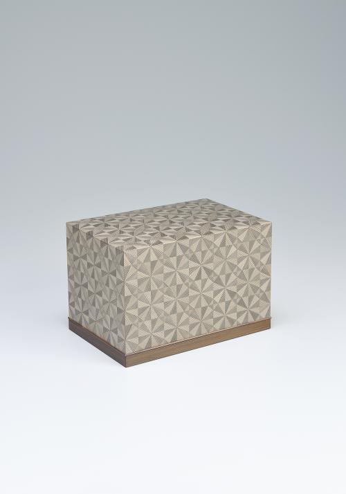 写真:神代杉組文飾箱