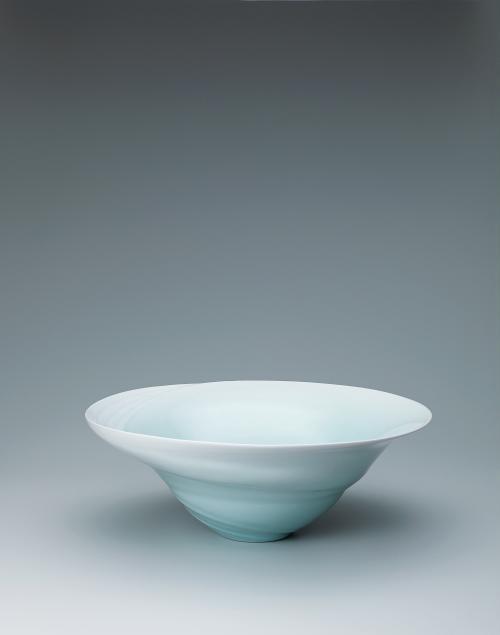 写真:青白磁潮流文鉢