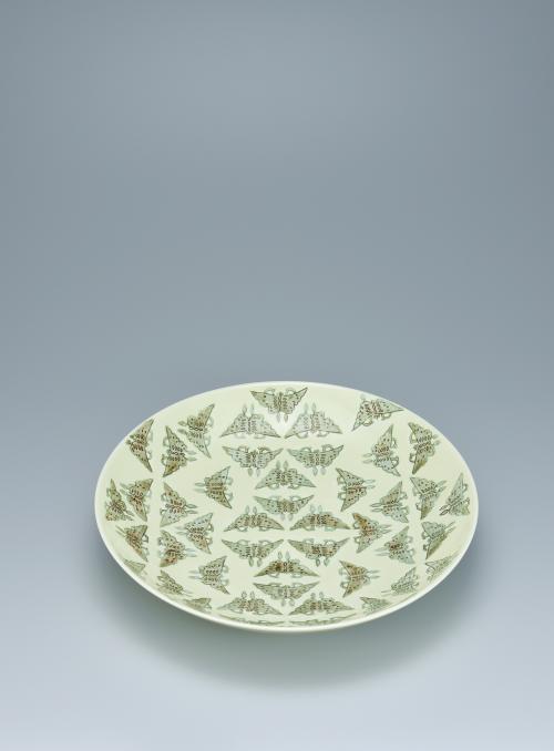 写真:黄釉茶呉須蝶文鉢